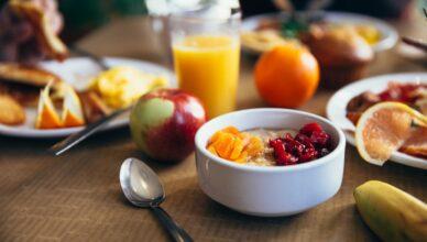 miska ze śniadaniem